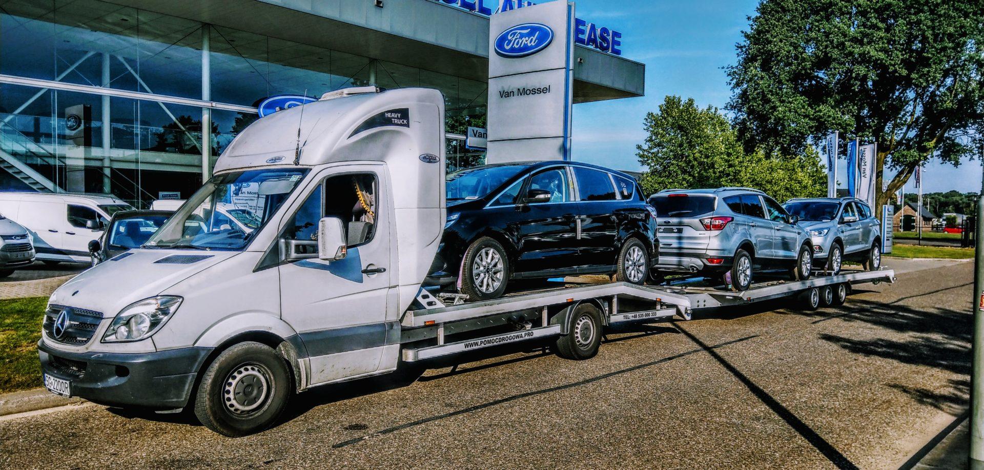 Transport samochodu na autolawecie – porady i wskazówki